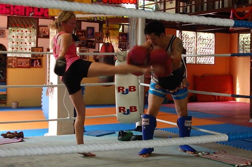 Muay Thai (kickboxing) lesson at Sor Vorapin Gym #1 in Bangkok