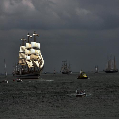 short sunbeam hits the sails
