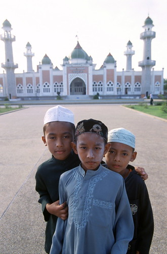 Children at the Central Mosque Pattani