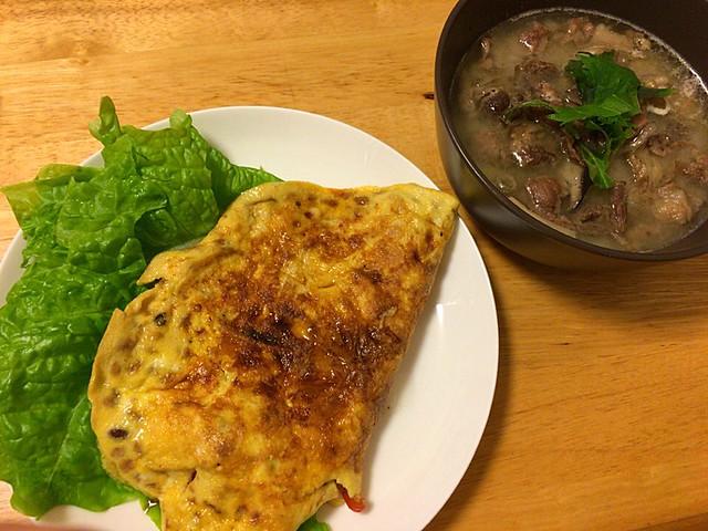 納豆オムレツと牛すじスープ