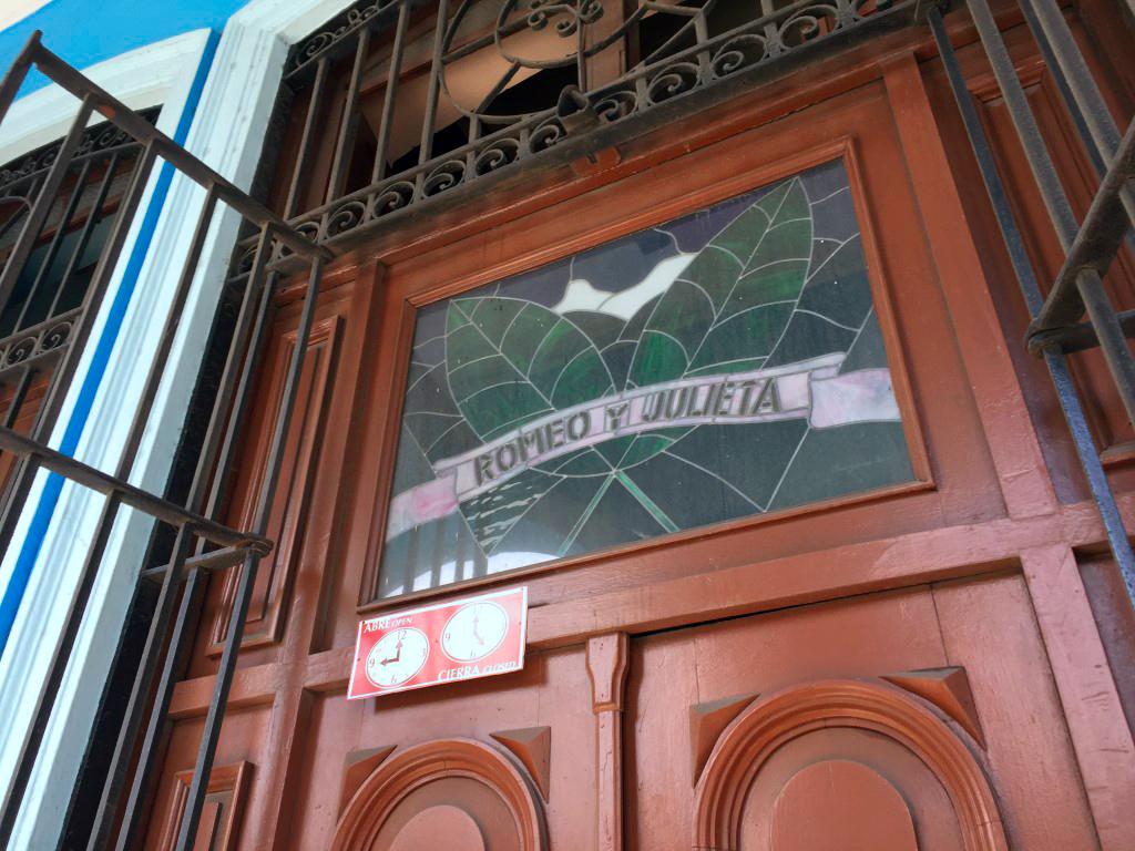 visita a la fábrica de puros de La Habana: Fabrica de Puros de La Habana en Cuba fábrica de puros de La Habana Visita a la fábrica de puros de La Habana en Cuba 26263396141 39180b68cf o