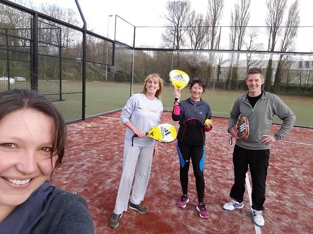 De nieuwe padelcourts van @ostendpadelclub uitgetest en goedgekeurd, samen met Ostend City Queen Anne! Plezier gegarandeerd :) Morgen verslagje op de blog. #padellove #padel #padelfun #teamdecathlon #loveoostende #artengo #padeltime #asics