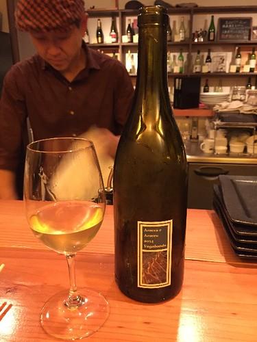 一杯目は、アズッカ エ アズッコの濁りワインですよ!  ソービニオンブラン
