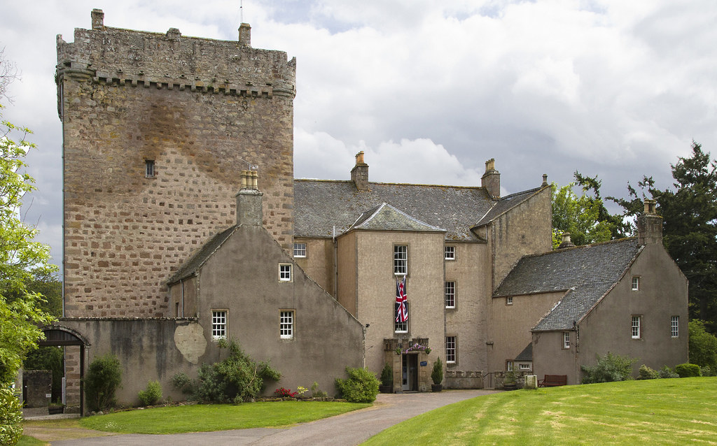 Inverness Gardens FileCawdor Castle2 Jpg Wikimedia