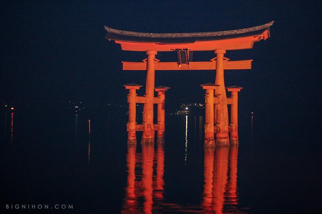 Ootorii de Miyajima de noche