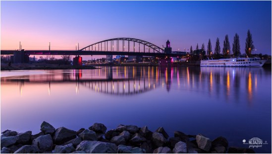 John Frostbrug Arnhem and Purple Colours