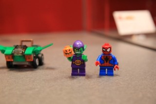 LEGO Marvel 76064 Spider-Man vs. Green Goblin 5