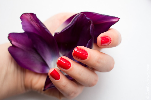 06 Guerlain La Petite Robe Noire Nail Colour #003 Red Heels swatches Ann Sokolova