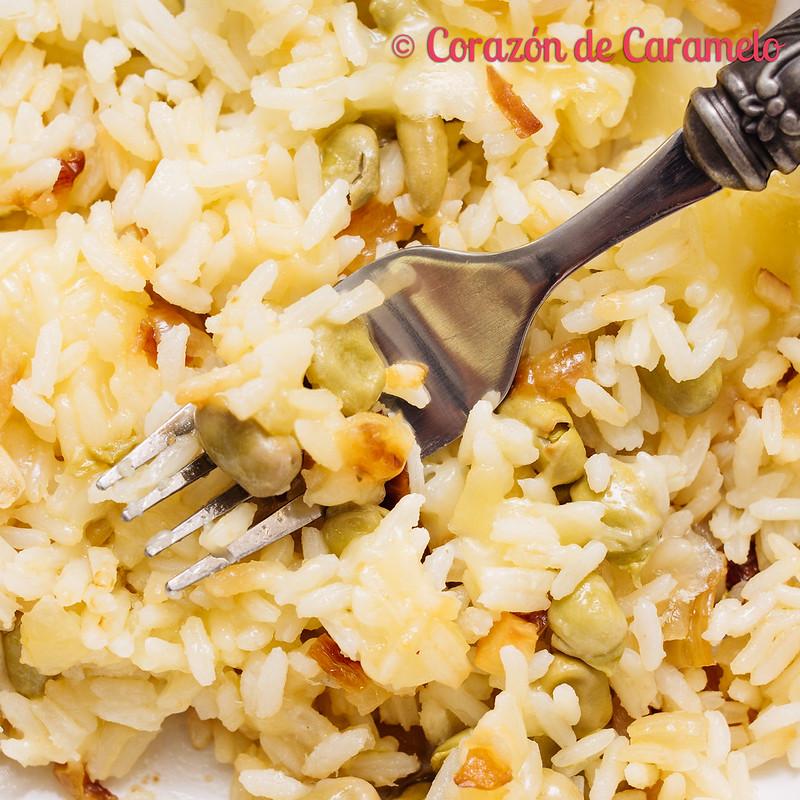 Arroz con queso y habas tiernas