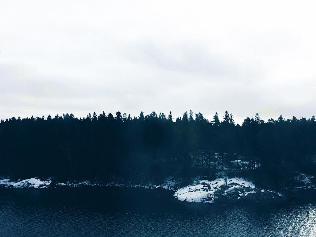 From the open sea, through the Swedish archipelago, and back home again. My nature soul is filled to the brim on this Sunday evening. ≏ #nature #nordic #sea #archipelago #visitsweden #theartofslowliving