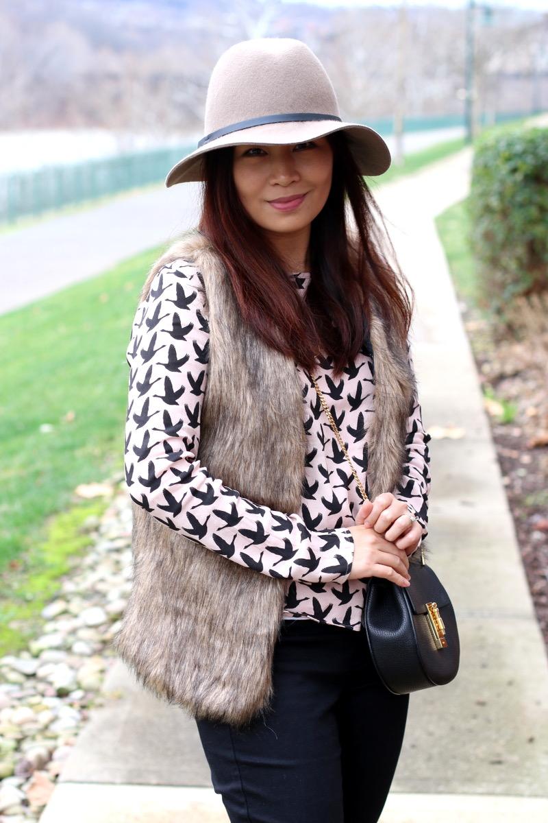 romwe-faux-fur-vest-floppy-hat-5