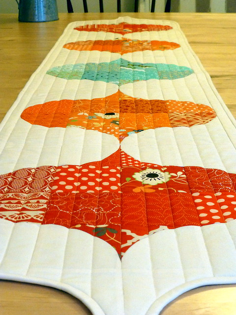 DP Table Runner & Placemats - British Patchwork & Quilting (April16)
