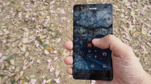 Microsoft Lumia 950XL จอ 5.7 นิ้วใหญ่พอตัว