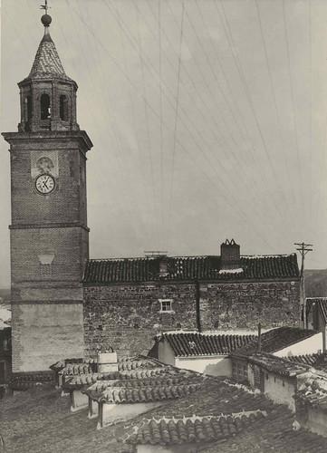 Torre del Reloj y torre albarrana anexa desde el oeste