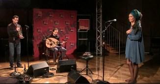 """La chanteuse Oum interprète """"Lila"""" I Le live de la matinale"""