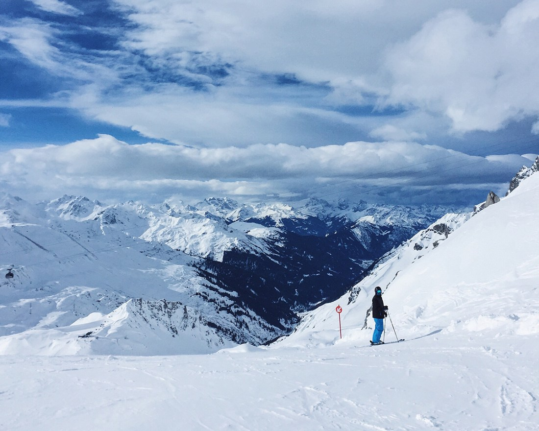 skiing-st-anton-mountains-piste-view
