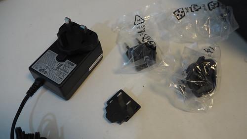 ต้องเปลี่ยนหัว Adapter ซะหน่อย สำหรับบางคนที่ไม่ได้มีรางไฟแบบ Universal