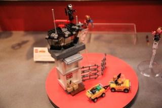 LEGO Marvel 76051 Super Hero Airport Battle 1