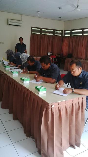 PNS KPU Kab.Tulungagung Mengikuti Fit & Proper Test (12/4)
