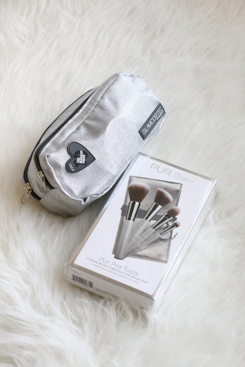 cosmetics-pouch-makeup-brushes