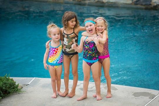 FASTEN girls by pool