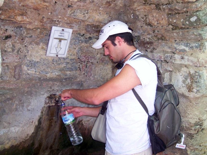 Manantial de la casa de la Virgen María en Turquía casa de la virgen maría en Éfeso, turquía - 23321136233 f537c42a08 b - Casa de la Virgen María en Éfeso, Turquía