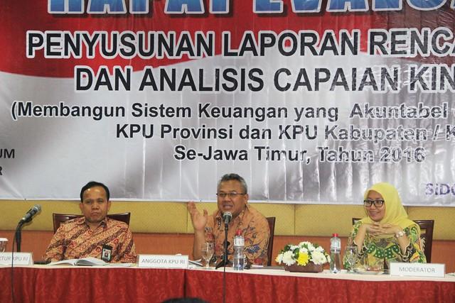 Suasana Penyampaian Materi Sesi II, di Hotel The Sun Sidoarjo, Jawa Timur (28/4)