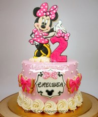 Standing Minnie Mouse cake