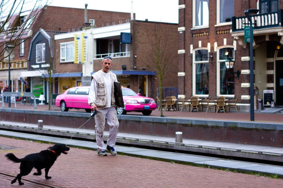 streetportrait with a pink limo of make a wish