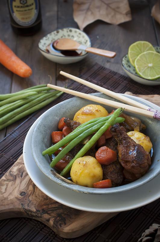 Alitas de pollo estofadas y verduras