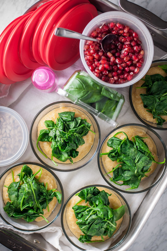 Healthy pomegranate polenta breakfast bowls--prep them ahead and start every day strong