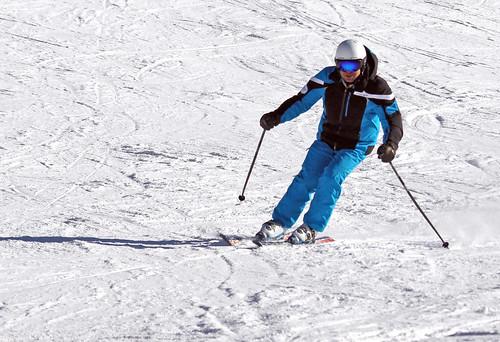 Nacho esquiando con casco y gafas Uller 2