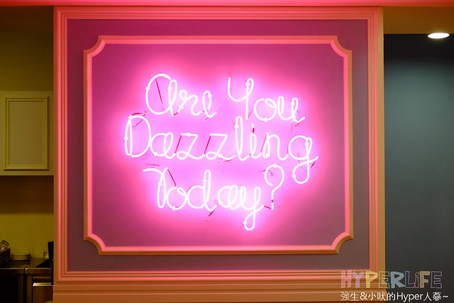 24014813465 f22ecd855c z - Dazzling Cafe & Restaurant台中旗艦店開賣啦,12/31前每日有限量試賣優惠;餐點新增早午餐之外一併推出麵包烘培坊&外帶飲品唷~(已歇業)