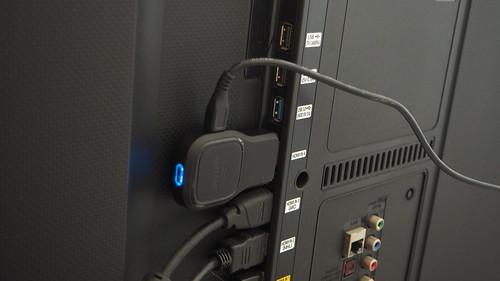 ต่อกับพอร์ต HDMI ของทีวีหรือโปรเจ็คเตอร์เอา