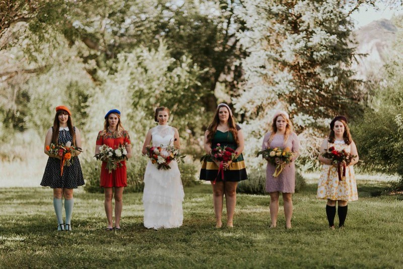 Our favorite mismatched bridesmaids from @offbeatbride