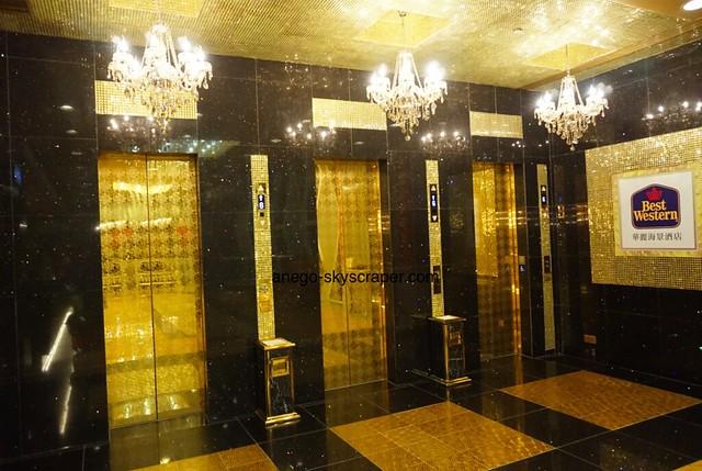 ベストウェスタン キンキラキンのエレベーター