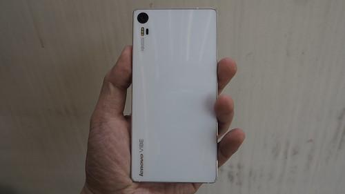 Lenovo Vibe Shot ด้านหลัง