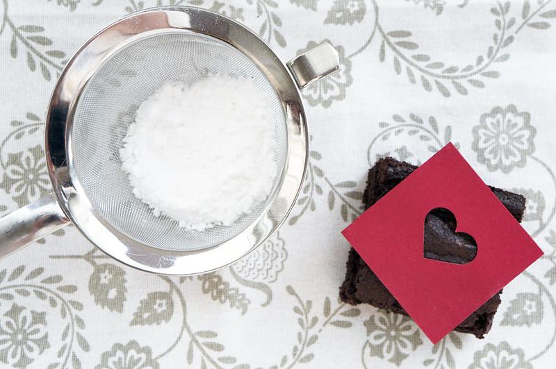 Making powdered sugar hearts
