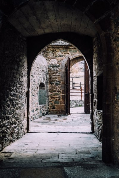 Dentro le mura del Castello di Fénis