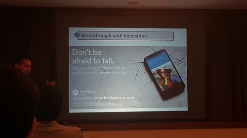 ตัวอย่างของนวัตกรรม เช่น Moto X Force พร้อมหน้าจอกันแตก (จริงๆ)
