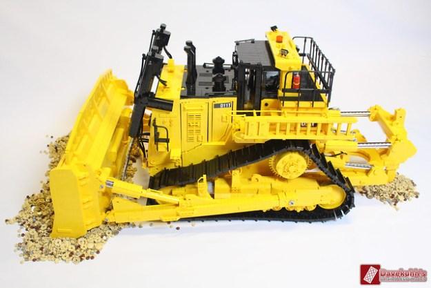 Caterpillar D11t scale 1:11
