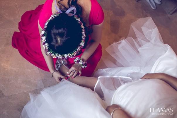 Corona y pulsera de flores