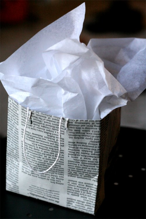 Newspaper-Favor-Bag-Finishe