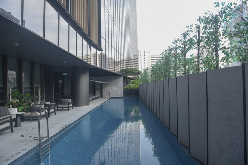 swimming pool at intercontinental singapore robertson quay