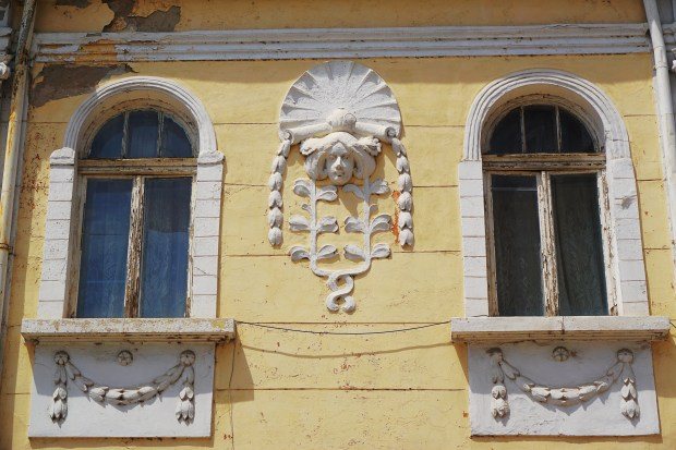 Old house facade on Ulitsa Alexandrovska