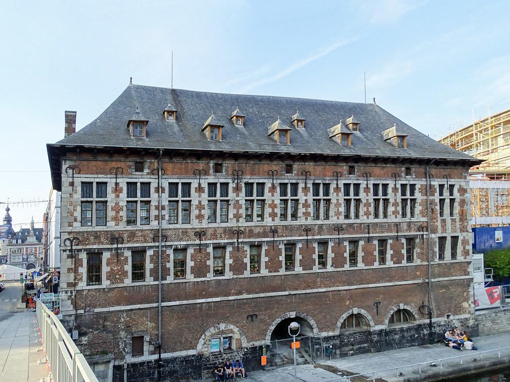 edificio exterior mercado de carnes Halle al'Chair Namur Museo Arqueológico Belgica 03