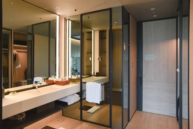 bathroom at intercontinental singapore robertson quay
