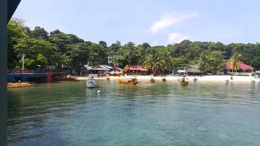 Coral Bay desde el embarcadero