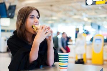 Kenali Kebiasaan Buruk Penyebab Kolesterol Naik