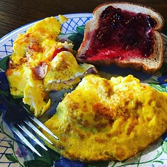 If you're not eating farm fresh eggs, then you are waisting your time....it's just the truth :sunglasses: #farmtotable #breakfast #homestead